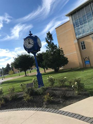 Campus Beauty blue clock